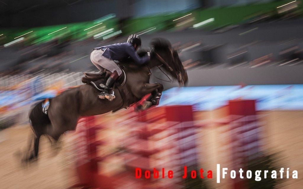 barrido caballo saltando